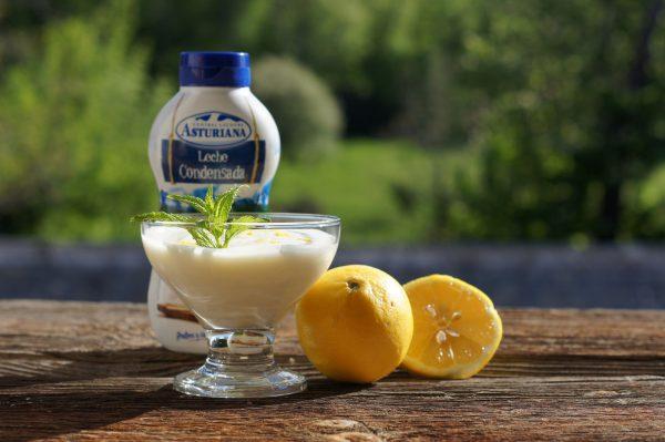 Incorporamos el zumo y la ralladura de los limones.