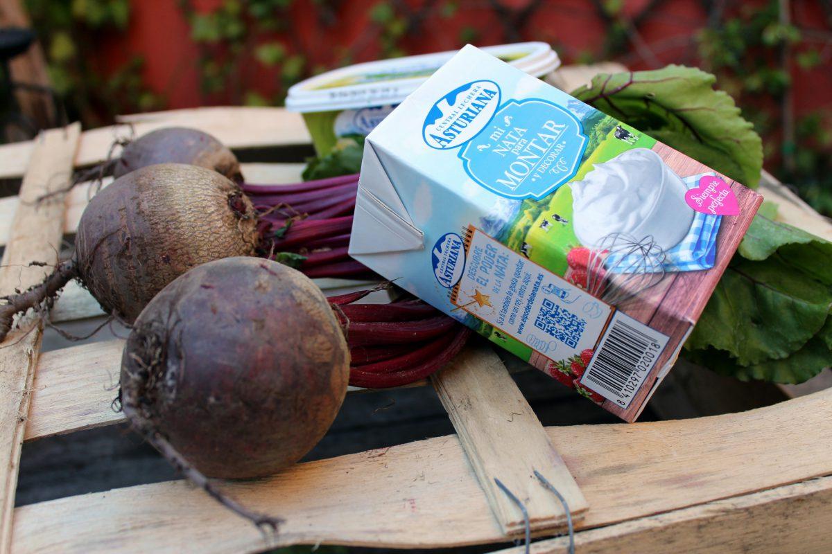 Ingredientes del salmorejo de fresas y remolacha con crema de queso cabrales