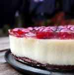 tarta de queso y chocolate blanco con cerezas-1