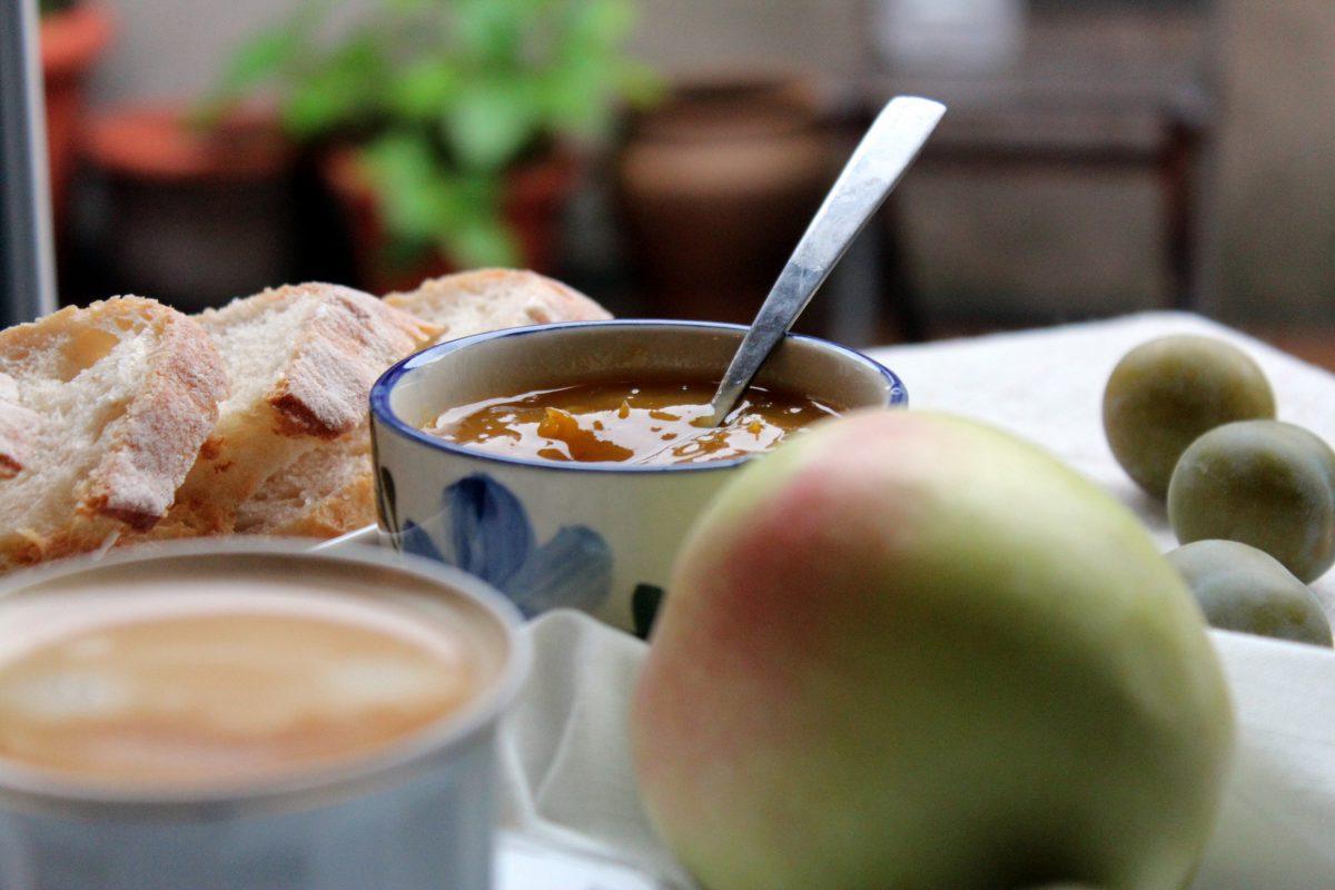 Mermelada de ciruelas y manzana