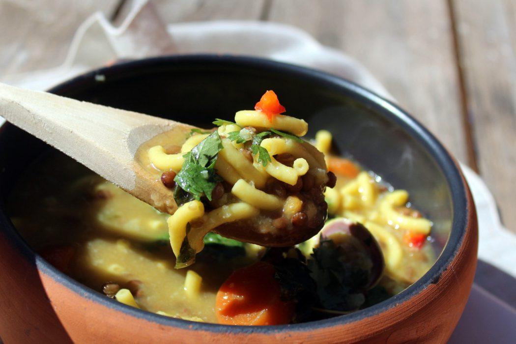 sopa de lentejas, pasta y almejas-1