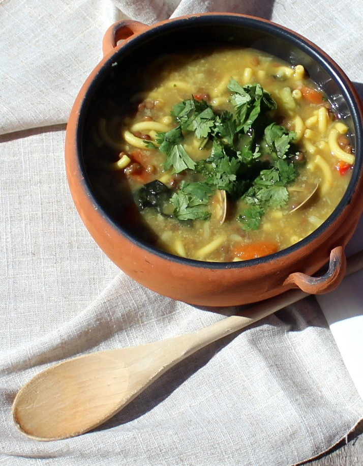 sopa de lentejas, pasta y almejas-3