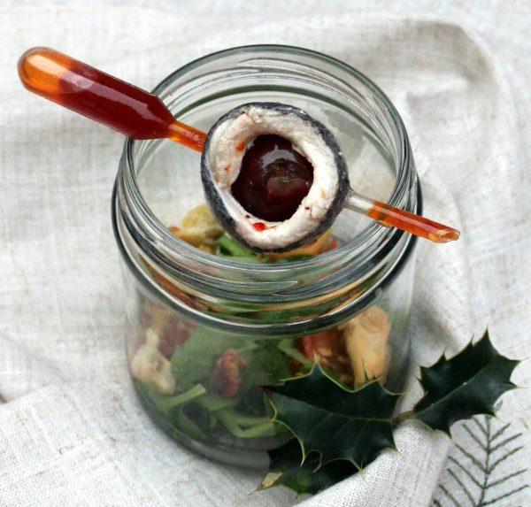 Ensalada de sardina ahumada con vinagreta de mermelada de pimiento rojo asado