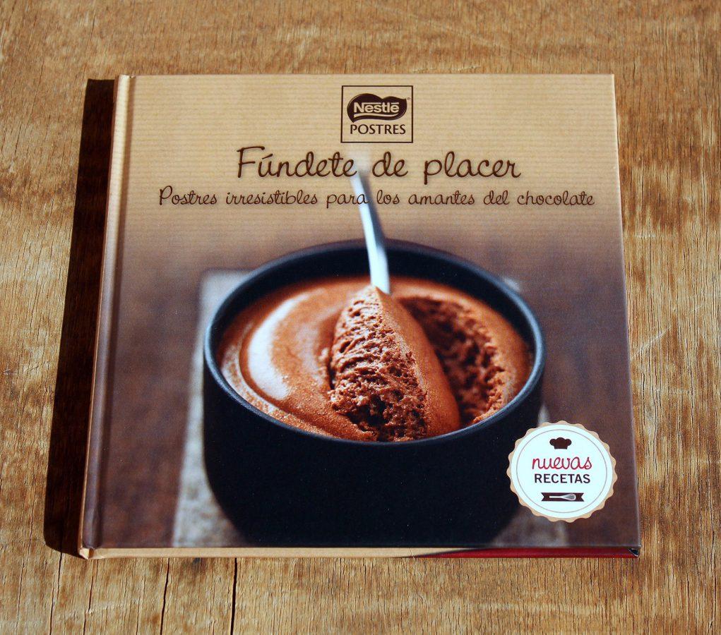Fúndete de placer con el libro de recetas de chocolate Nestlé
