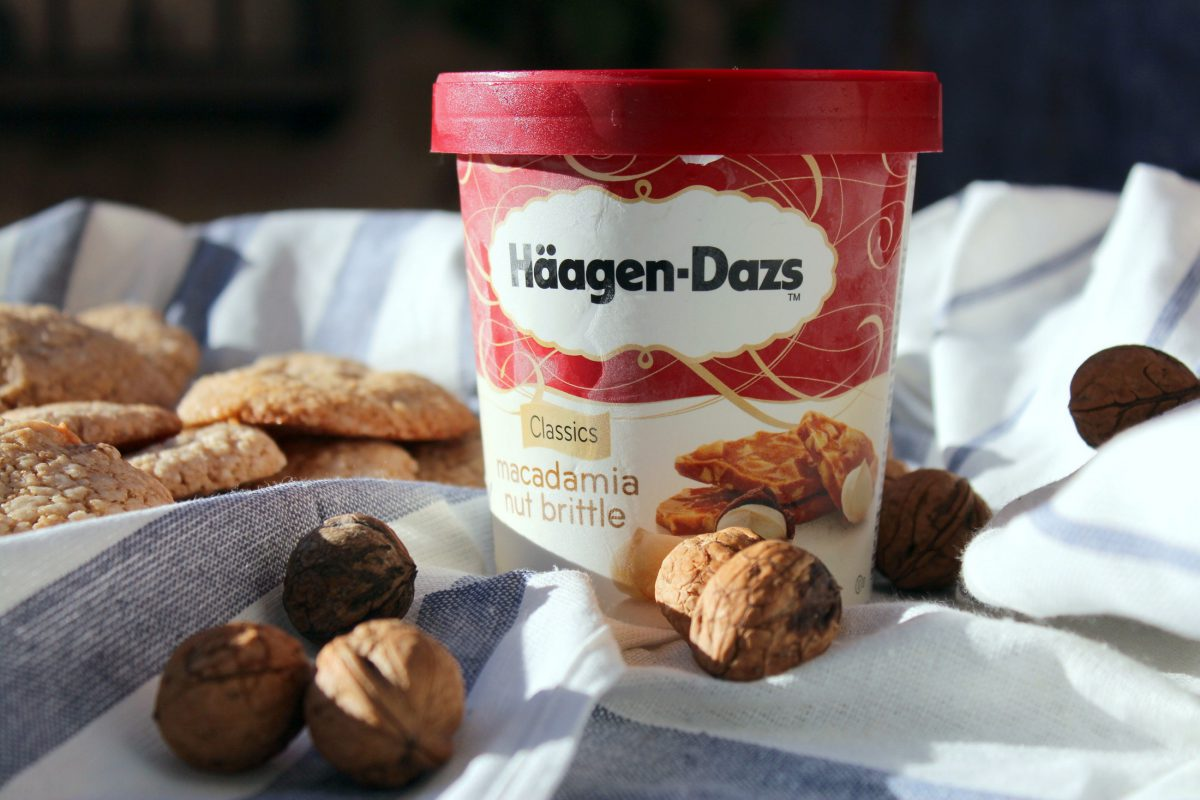 Helado de nueces de macadamia con galletas