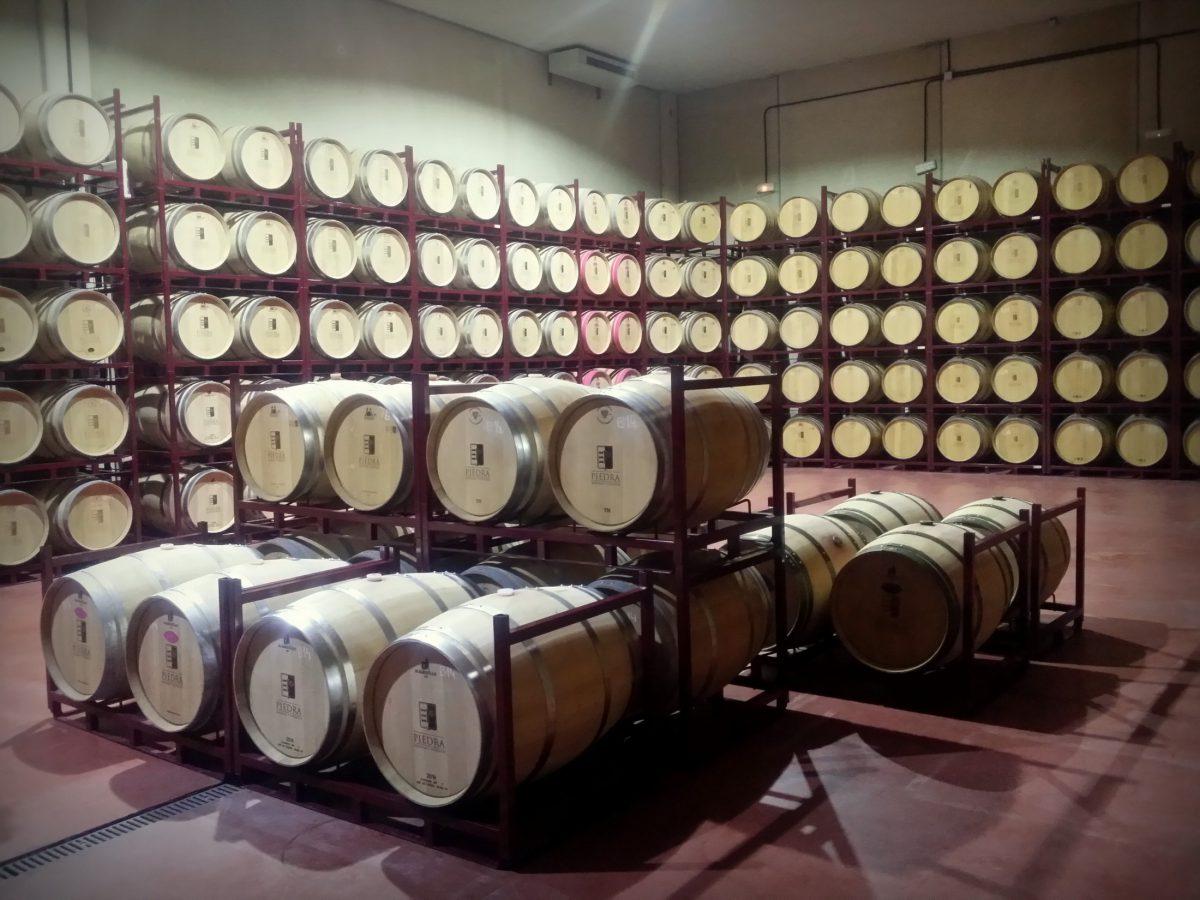 Sala de barricas - Bodega Estancia Piedra