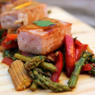 Atún con verduras salteadas