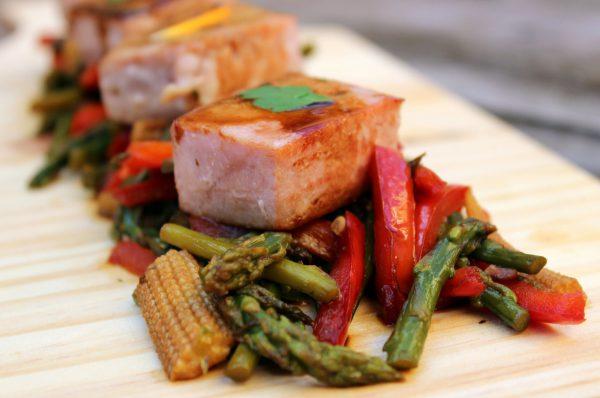 Atún con verduras salteadas en salsa Teriyaki