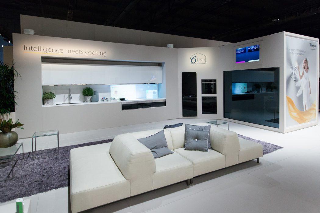 Cocina interactiva del futuro de Whirlpool - stand Eurocucina