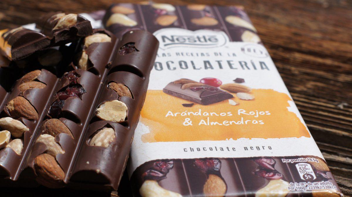 Chocolate negro con arándanos rojos y almendras (2)