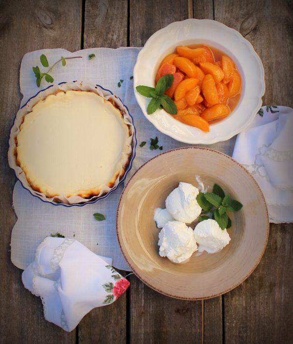 Tarta de queso con albaricoques y helado-1
