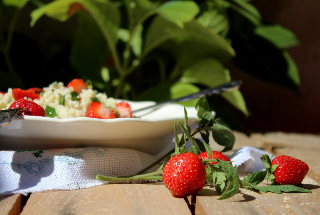 ensalada de mijo con fresas y cherrys-2