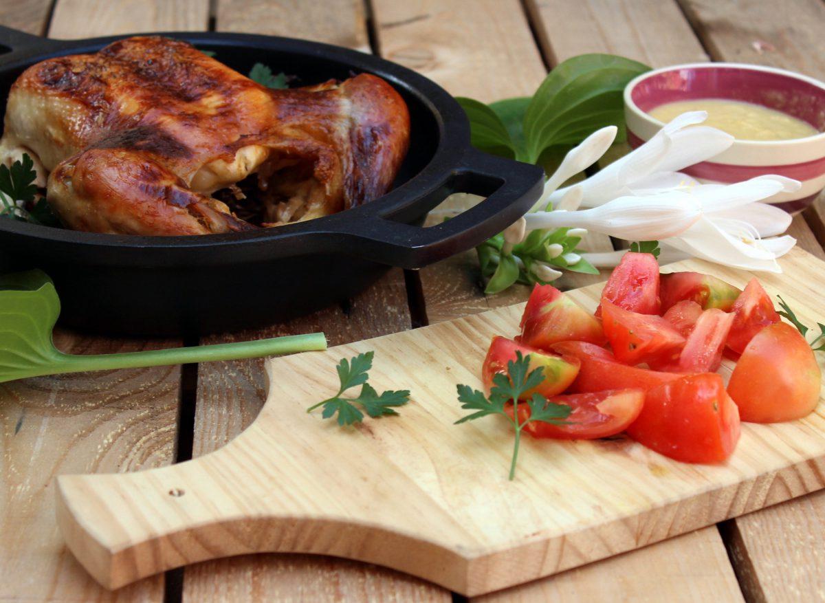 Pollo asado con puré de cebolla