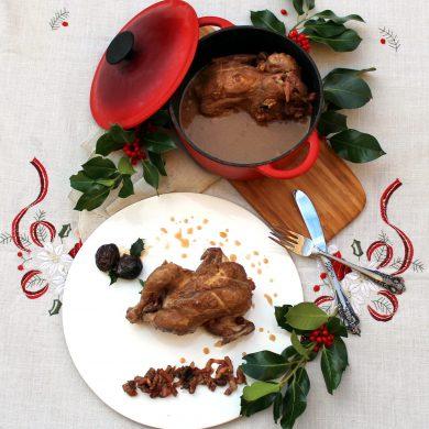 Picantones guisados con dátiles y ciruelas - Receta de Navidad