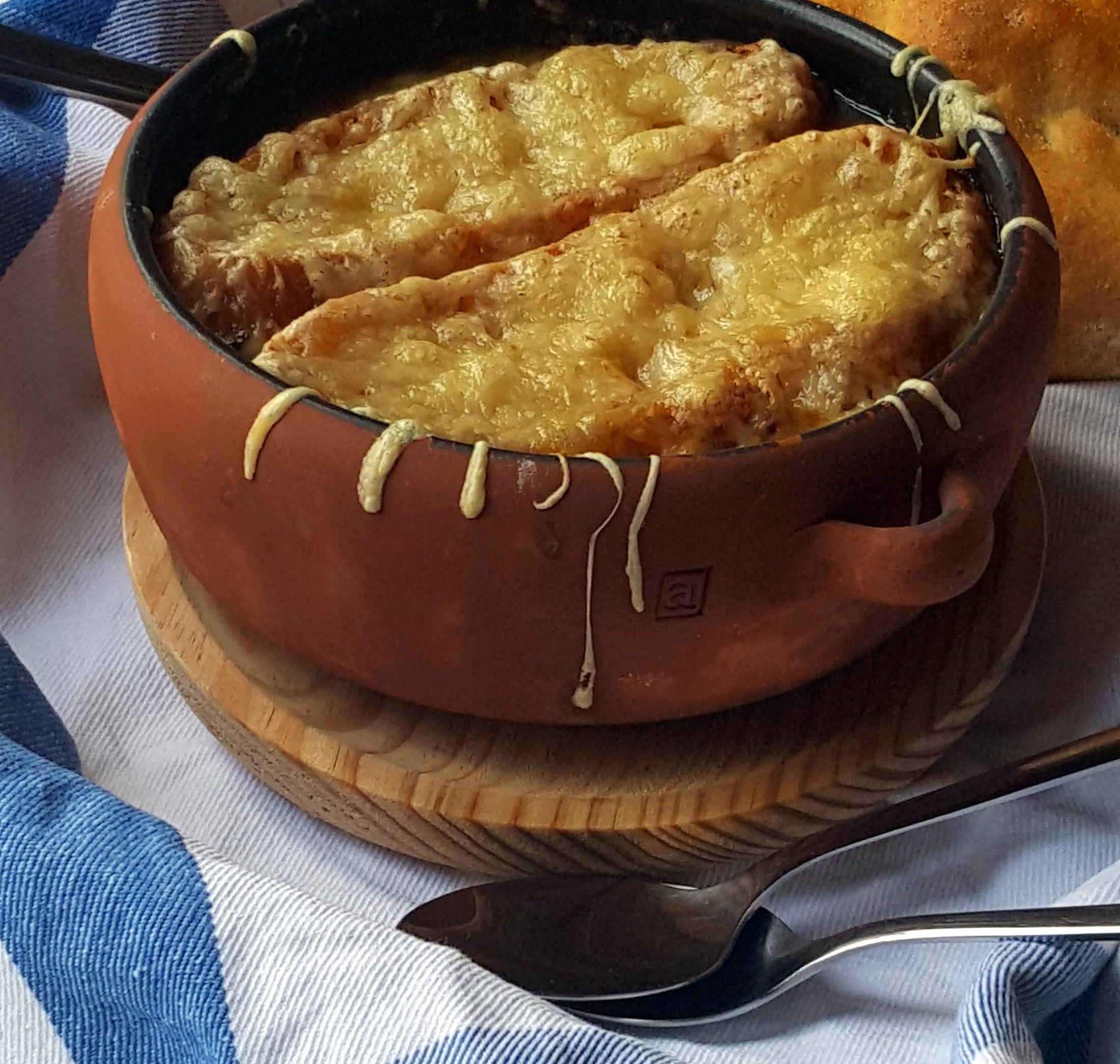 Sopa de cebolla gratinada una deliciosa receta for Ingredientes tipicos de francia