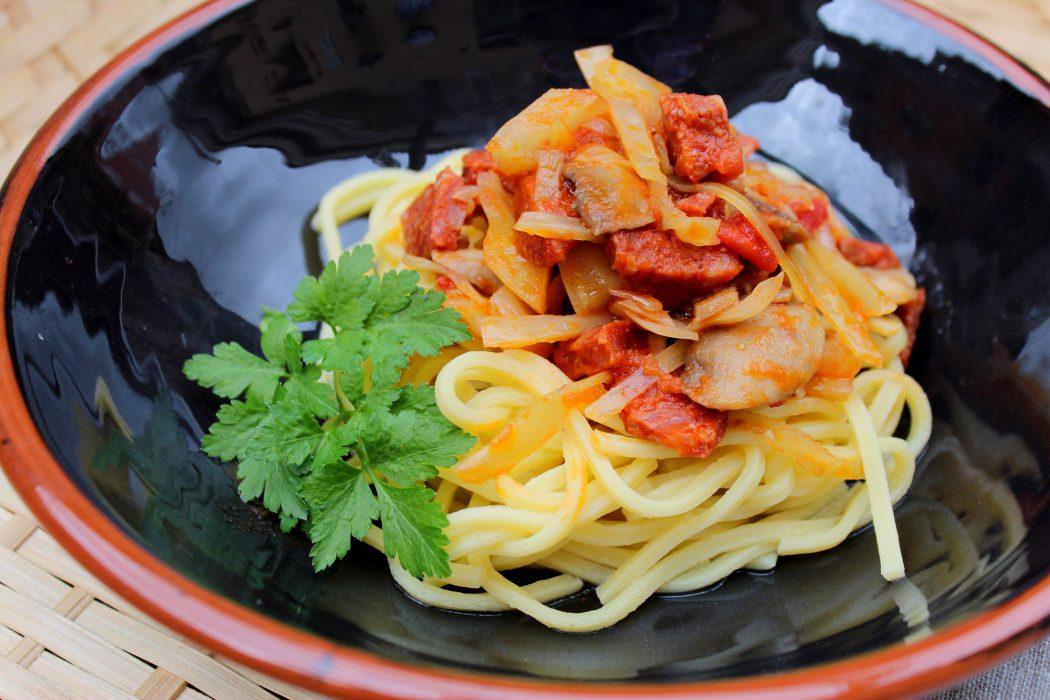 Espaguetis con chorizo y champi ones blog de cocina - Espaguetis con gambas y champinones ...