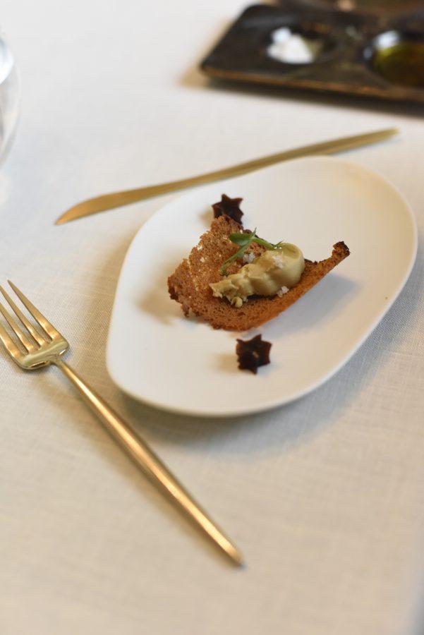 Tosta de foie gras Imperia con almíbar de papaya, miel de artMuria y Flor de Sal d'Es Trenc Natural
