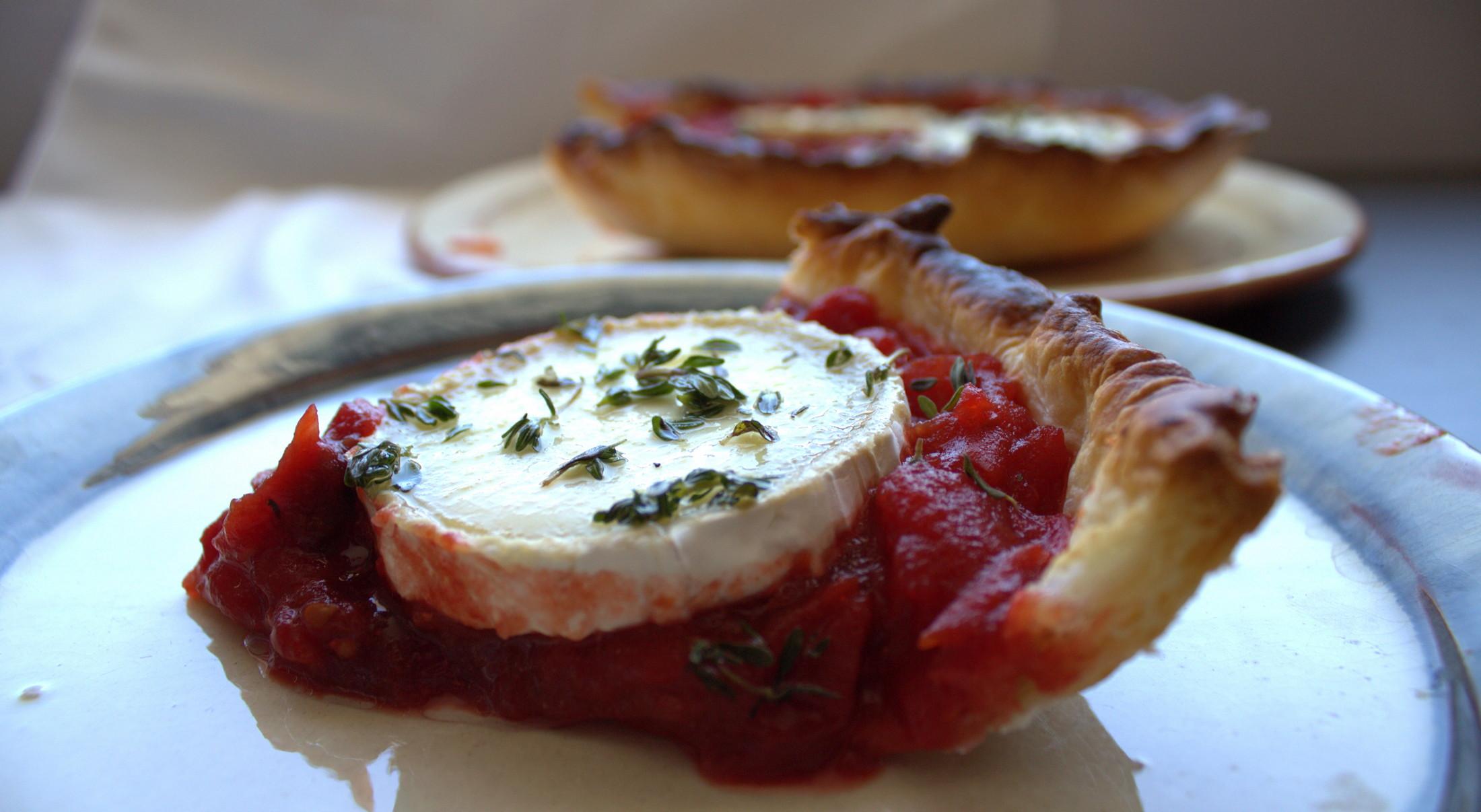 Tarta de tomates y queso de cabra al horno