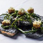 Bacalao Noruego en crujiente de Alcachofa de Jerusalén con algas, receta de la Mejor Tapa del Mundo