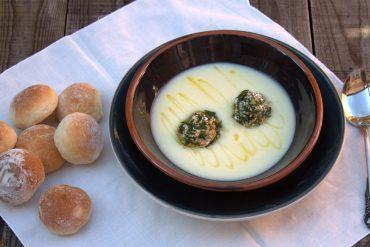 crema de apionabo con bolitas de queso y nuez 1