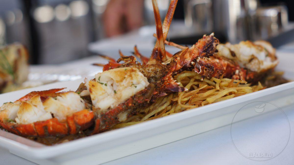 Langosta encebollada con aroma de frígola y crujiente de boniato ibicenco (Pepe Torres de Port Balansat)