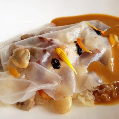 Sopa de ajo picante con pochas, lengua y berberechos