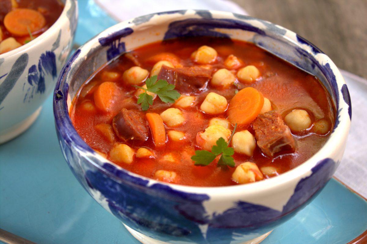 garbanzos con verduras y chorizo