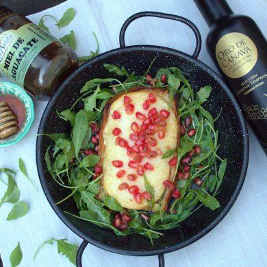 Queso Pata de Mulo al horno con vinagreta de miel y granada