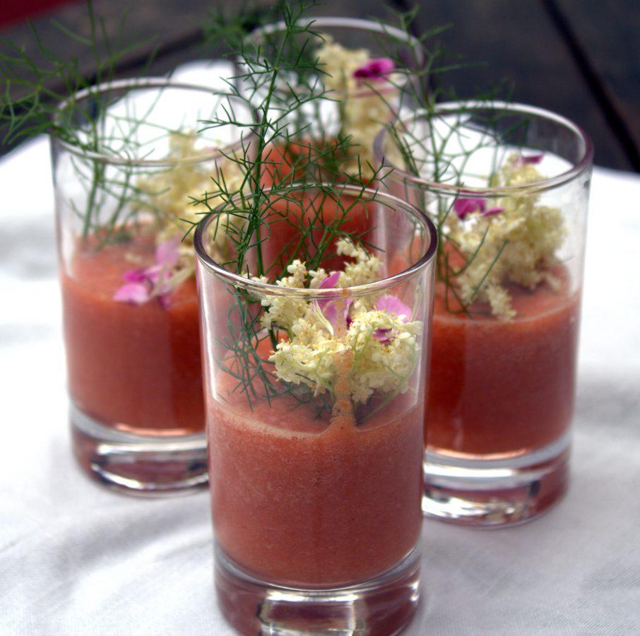 sopa de tomate y melocotones