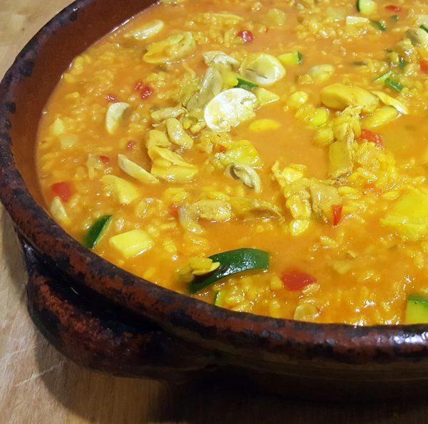 Retire el varoma y ponga las verduras en una fuente. Vierta el  arroz y mezcle delicadamente con la espátula. Deje reposar 5 minutos antes de servir.