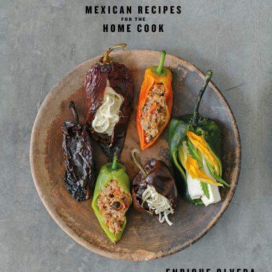 Tu Casa Mi Casa es el nuevo libro del chef Enrique Olvera, un destacado talento de la escena gastronómica internacional que ha reivindicado la cocina de su México natal y ha recibido elogios en todo el mundo.