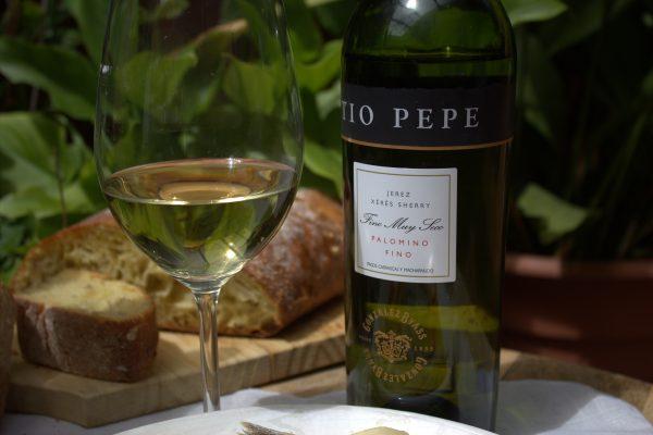 Agregamos el aceite de oliva virgen extra, el vinagre y el vino Fino Pedro Ximenez.
